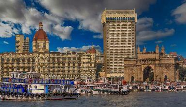 india gate and taj hotel in mumbai