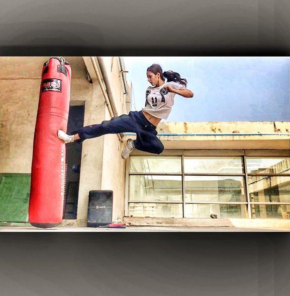 DIsha Patani workout