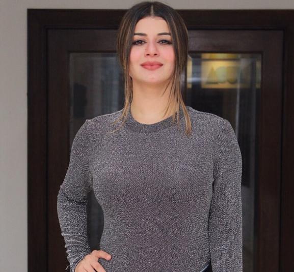 Kainaat Arora popular punjabi actress