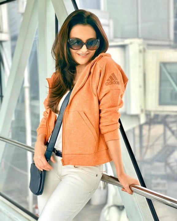 Monica Bedi popular punjbai actresses