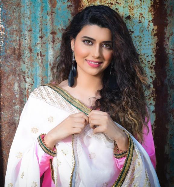 Nimrat Khaira popular punjabi actress