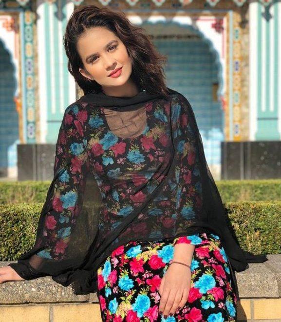 Roopi Gill popular punjabi actress