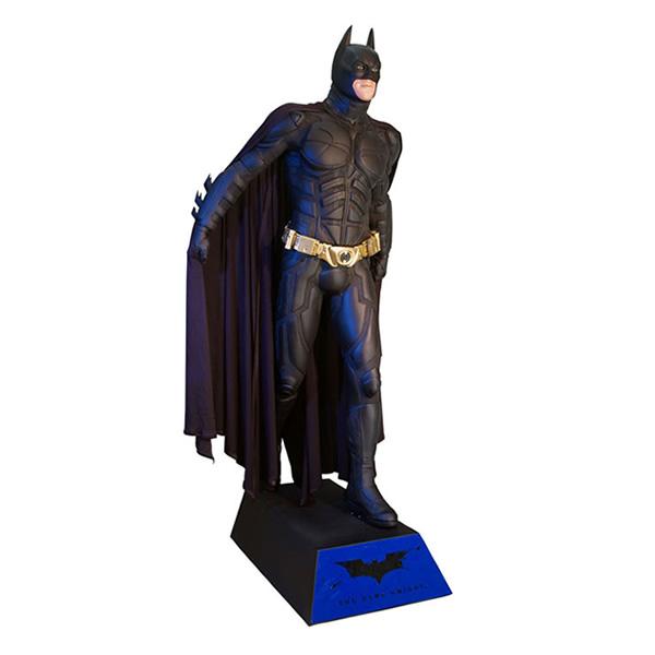 The Dark Knight: Batman Life-Size Statue