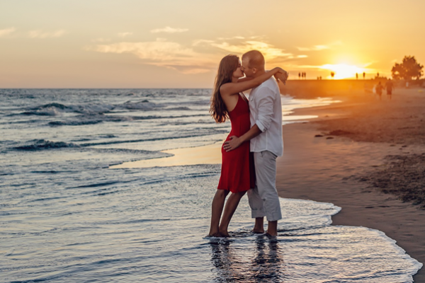 Couple Kiss - Online Dating